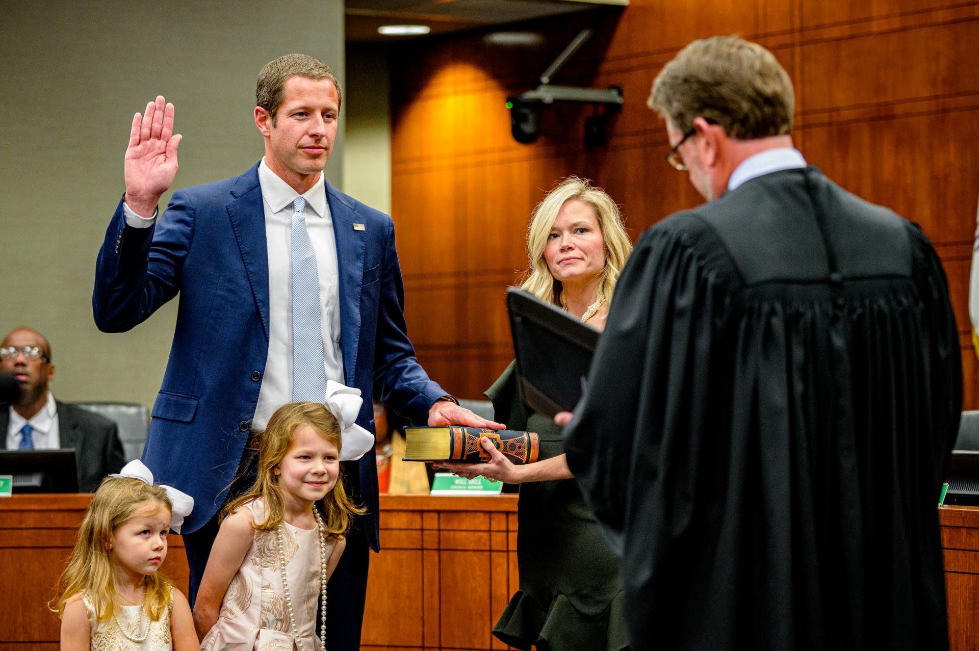 Mayor and City Council Sworn into Office; Connelly Calls on Community to Unite